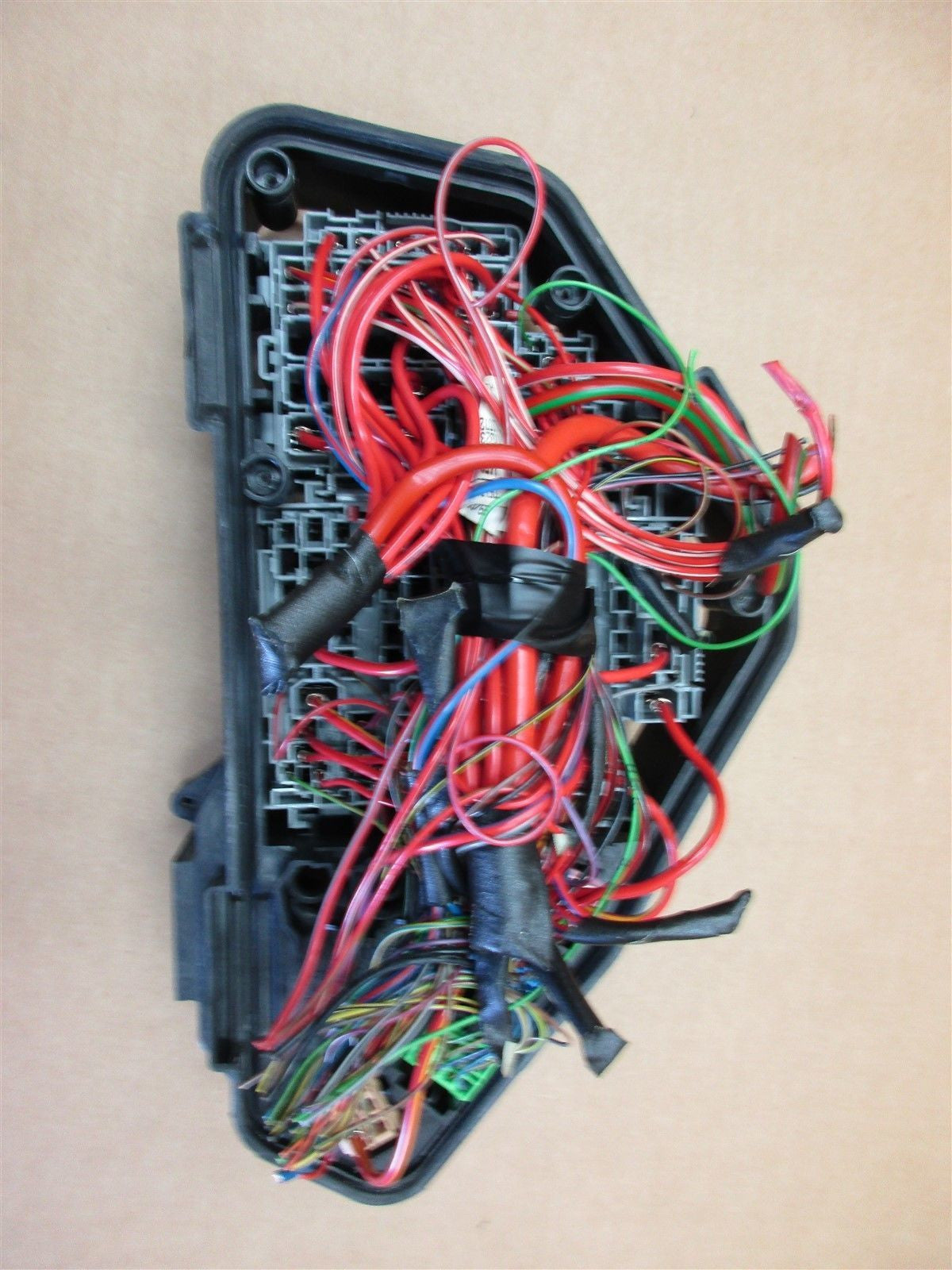 57_ed5eed81 566a 409b a3e2 76083b96c6fe?v=1485406157 04 cayenne turbo awd porsche 955 fuse box relay 7l0941828 04 cayenne fuse box at bakdesigns.co