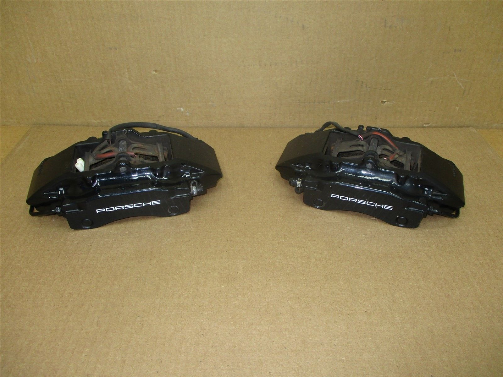 99 Carrera 911 Porsche 996 REAR BREMBO BRAKE CALIPERS 996352421 996352422 50,797