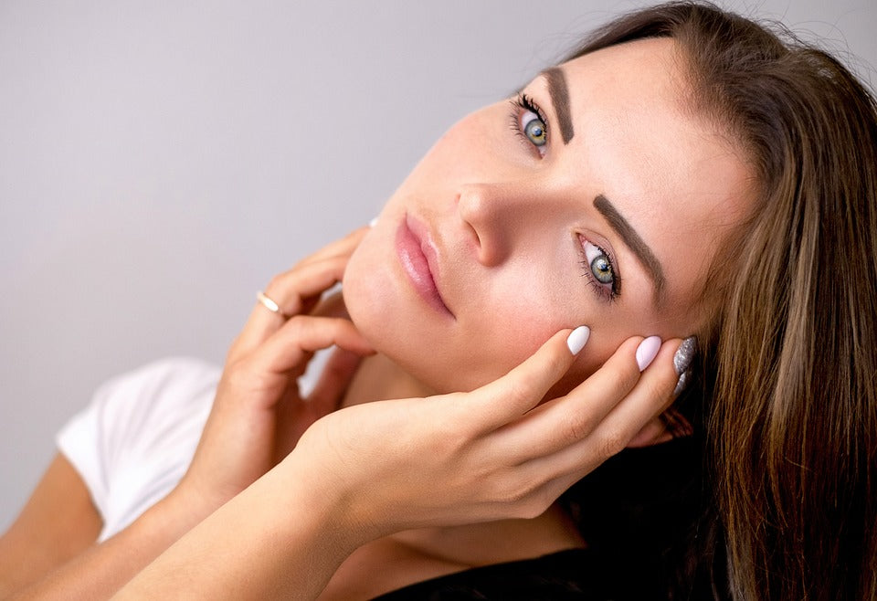 How To Naturally Control Oily Skin & Reduce Shine
