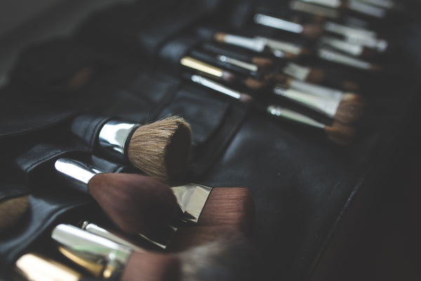 NATURAL vs SYNTHETIC BRUSHES