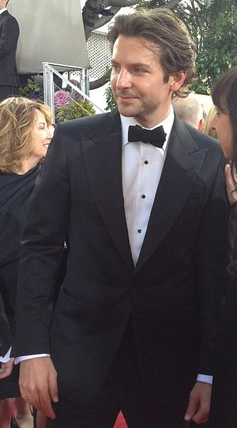 Bradley_Cooper_at_the_2013_Golden_Globe_Awards_(cropped)
