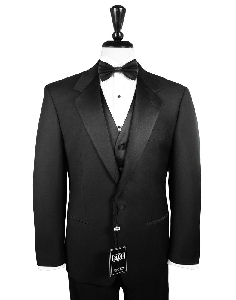 A classic black tuxedo is the perfect option. It looks great and is never too much for a formal event.