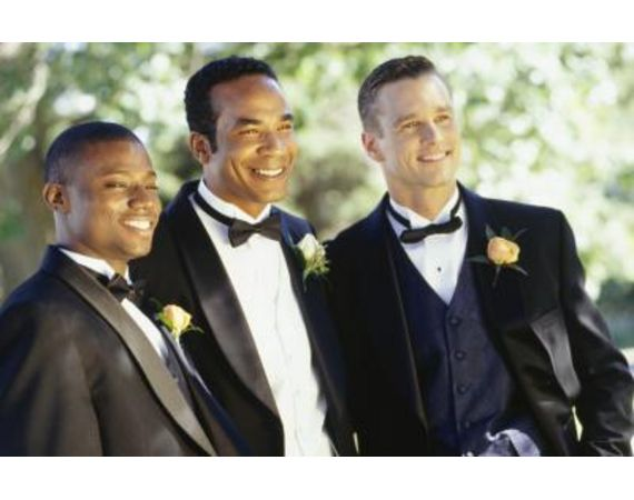 You've prepared everything, except for the groomsmen's gifts! Read this article for fine ideas!