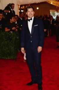 Nikolaj looking snazzy in his blue tux at the MET Ball red carpet.