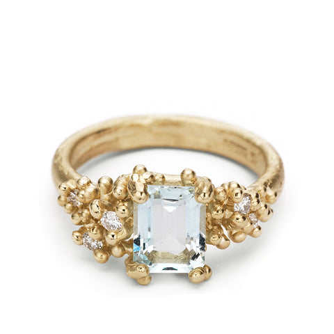 Rectangular Prong-Set Aquamarine Ring with Diamonds