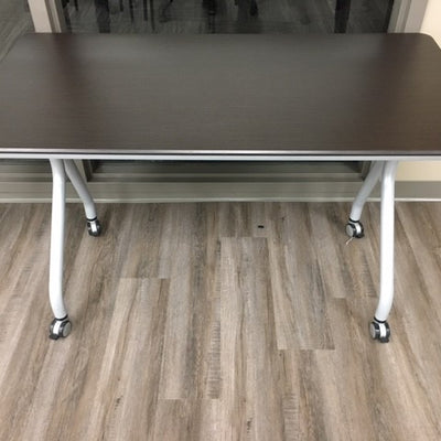 CLASSROOM TABLE ON ROLLING CASTERS