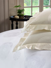 Load image into Gallery viewer, Giza 45 Medallion Duvet