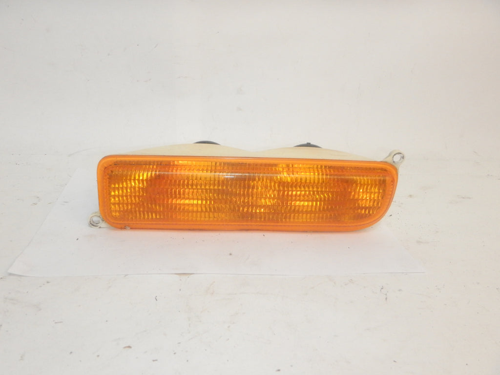 97-01 Cherokee XJ Jeep Front Turn Signal Parking Marker Light Passenger Right