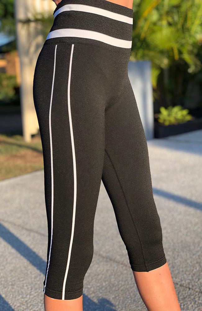 bessy black and white knitted 3/4 active legging