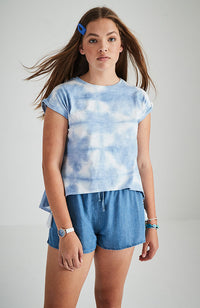 spot dye blue and white tee