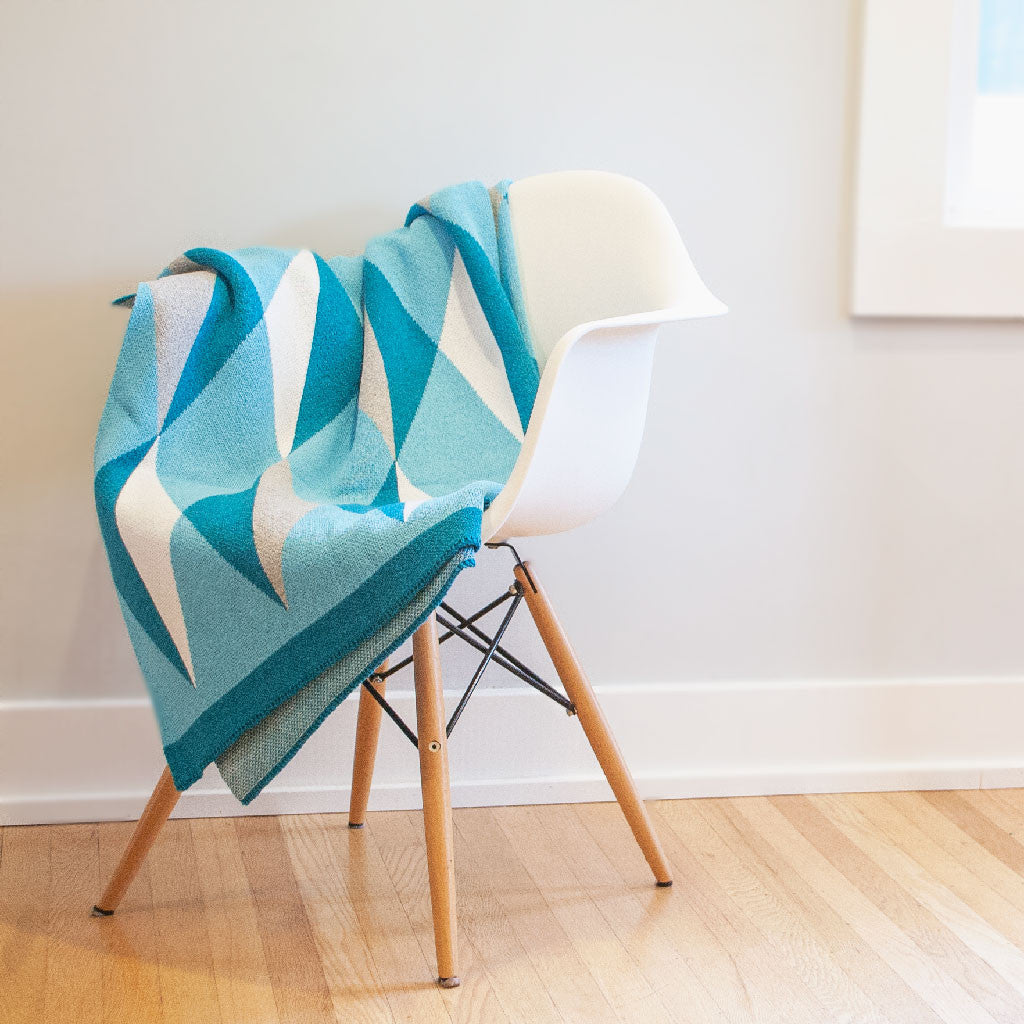 Seek & Swoon Hope Throw Blanket (Ovarian Cancer Awareness)