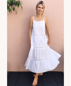 white maxi dress dubaistyle