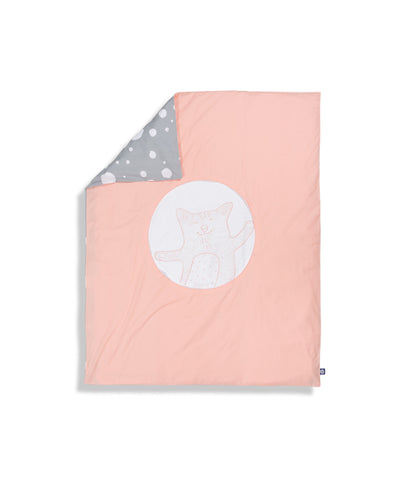 Organic cotton pink cot bed duvet cover. Baby bedding. Pink and grey colour. Dotted pattern bed linen. Main character cat Shoo.