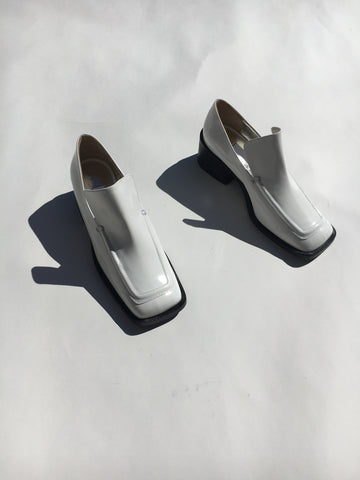 wide toe loafer