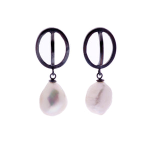 Pearl ellipse drop earings -