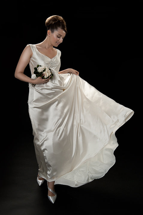 anna nieman designer wedding dress Boston. Flowy silk gown from silk/crepe with crystal Swarovski brooch