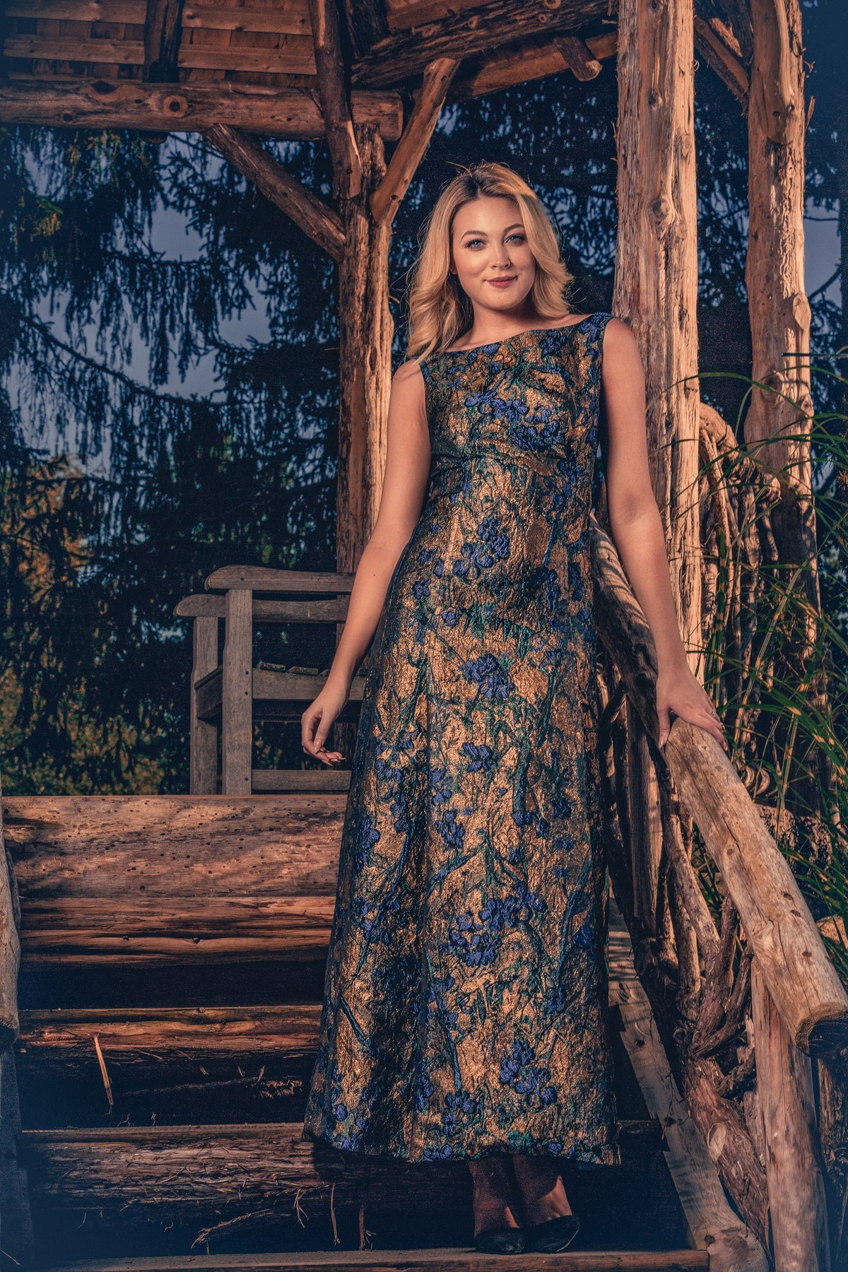 anna nieman designer dress Boston. A dress from Swiss metallic brocade, in dark gold and blue shades. The perfect gown for your special evening!