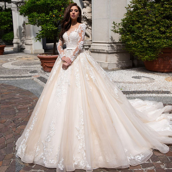 Women's O-Neck Lace Wedding Dress With Court Train