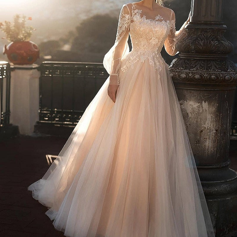 Women's Long-Sleeved Lace Wedding Dress With Buttons