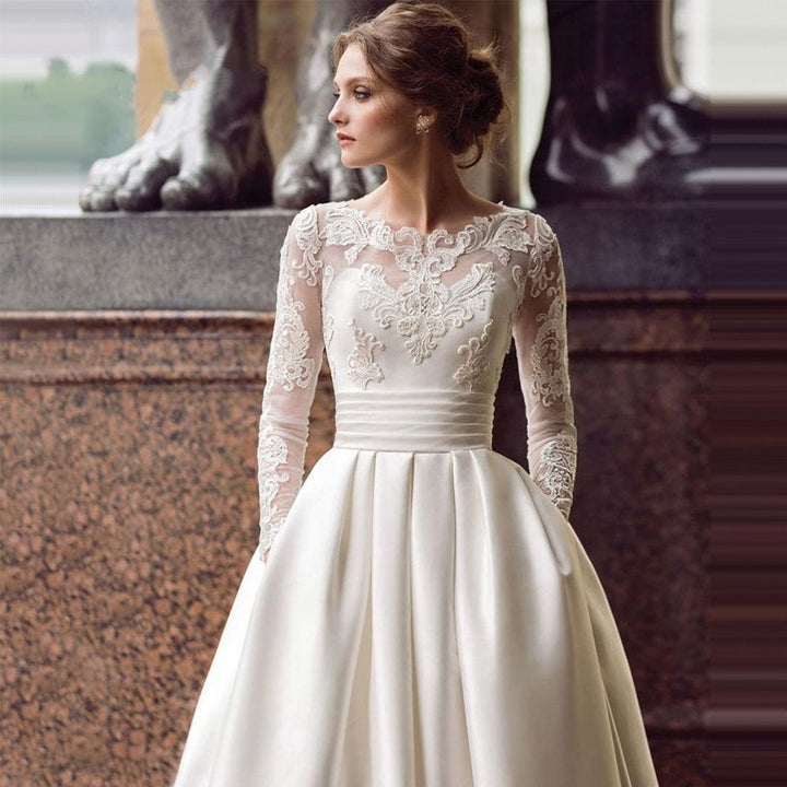 Women's Lace Long-Sleeved Wedding Dress With Pockets