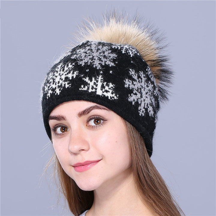 Women's Winter Knitted Hat With Pompom