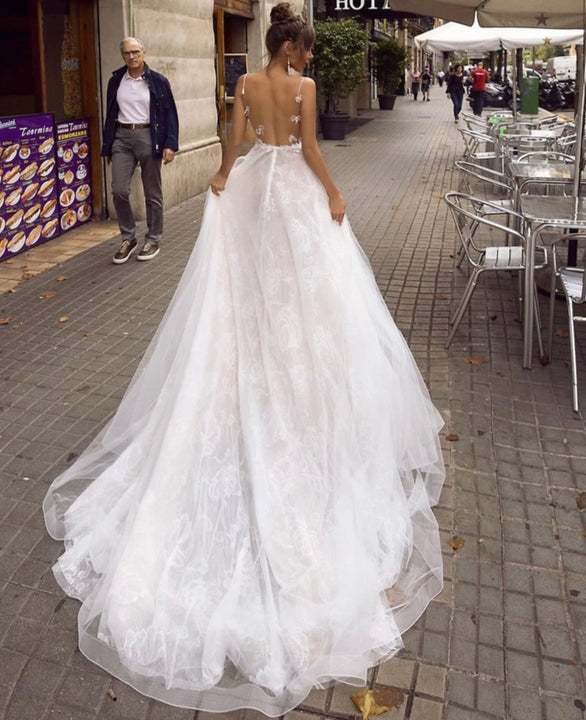 Women's Backless Lace V-Neck Wedding Dress With Court Train
