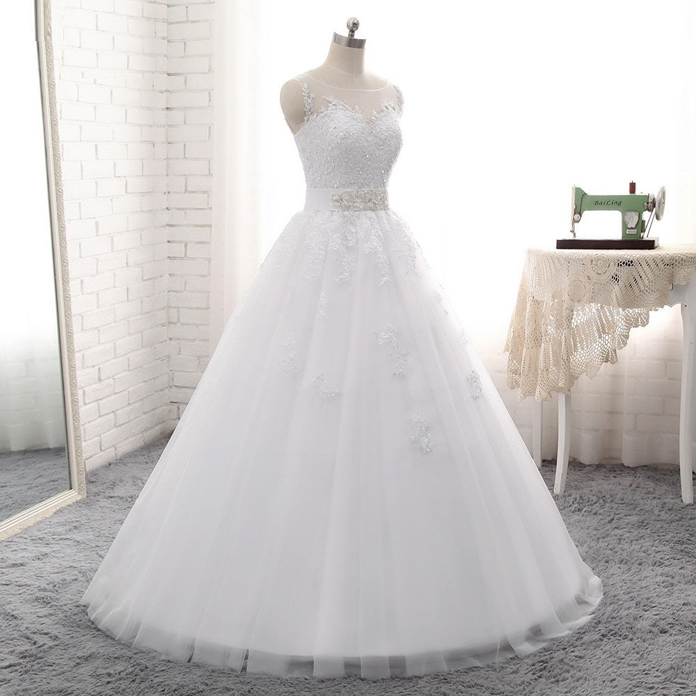 Women's Sleeveless Beaded Wedding Dress With Appliques
