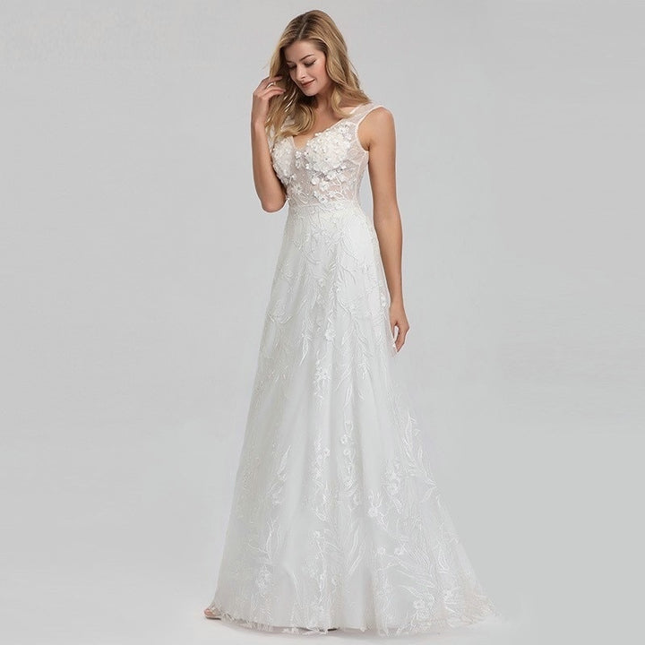 Women's Sleeveless V-Neck Lace Wedding Dress