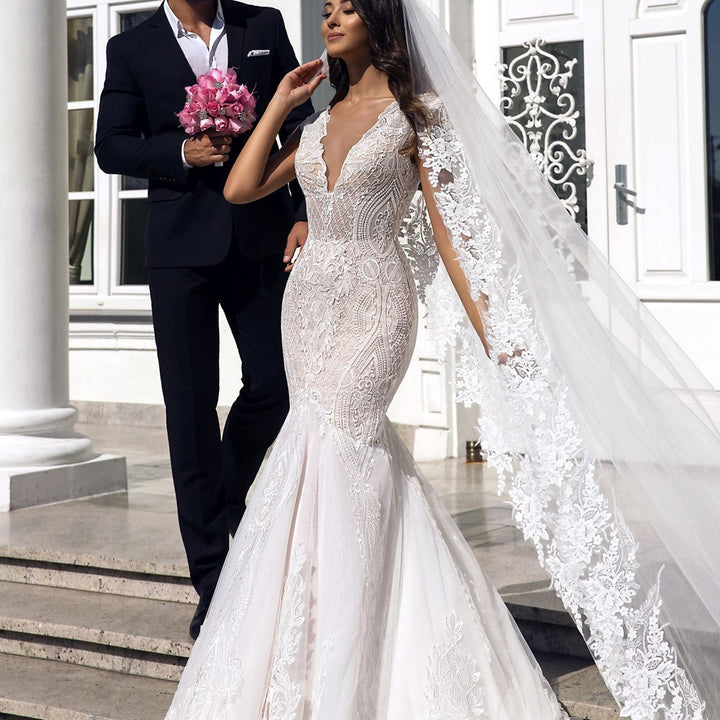 Women's V-Neck Backless Lace Wedding Dress With Court Train