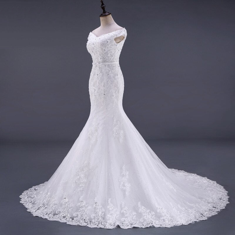 Women's Sleeveless Sequined Wedding Dress With Court Train