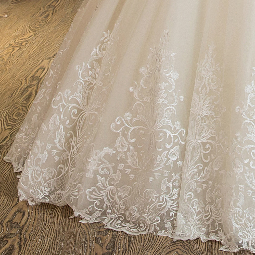 Women's Short-Sleeved Lace Long Wedding Dress With Appliques