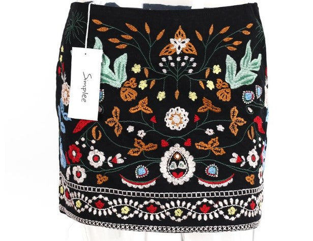Women's Retro Embroidery Black Floral Casual Short Skirt - Zorket