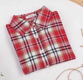 Fashionable Women's Shirt With Long Sleeves & Turn-Down Collar