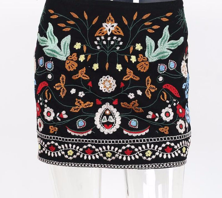 Women's Retro Embroidery Black Floral Casual Short Skirt