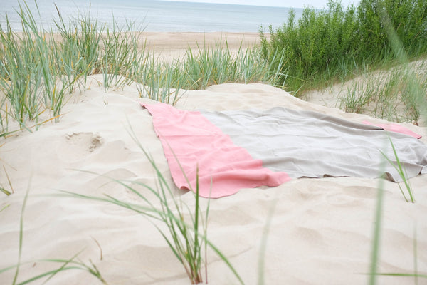 Linen Beach Blanket in Pink