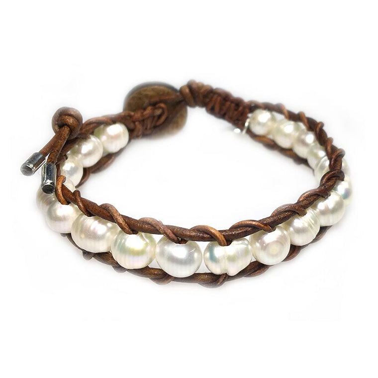 Women's bracelet classic B8 Freshwater pearls and old school leather