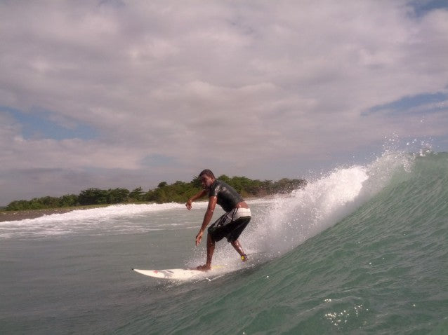 alex_ventura_surfing