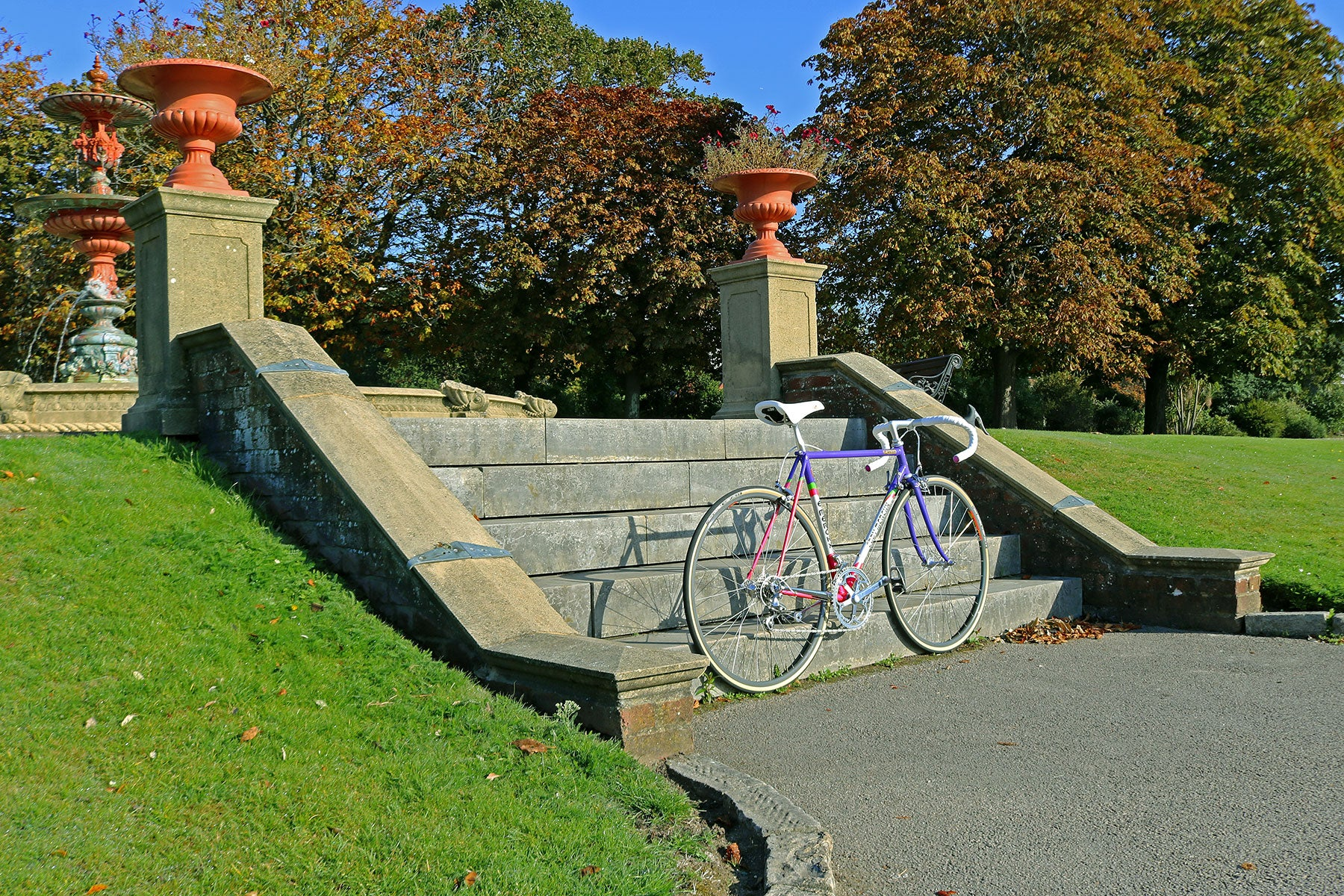 Eddy Merckx Corsa Extra SLX frame on the steps to Poole Park's fountain