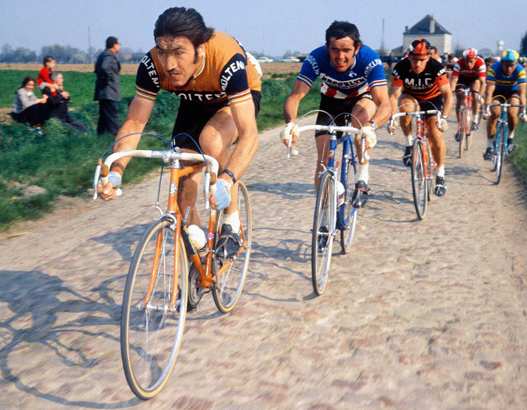 Eddy Merckx (Molteni Arcore) riding hard at Paris Roubaix ahead of Roger De Vlaeminck (Brooklyn). Photo credits: Offside / L'Equipe.