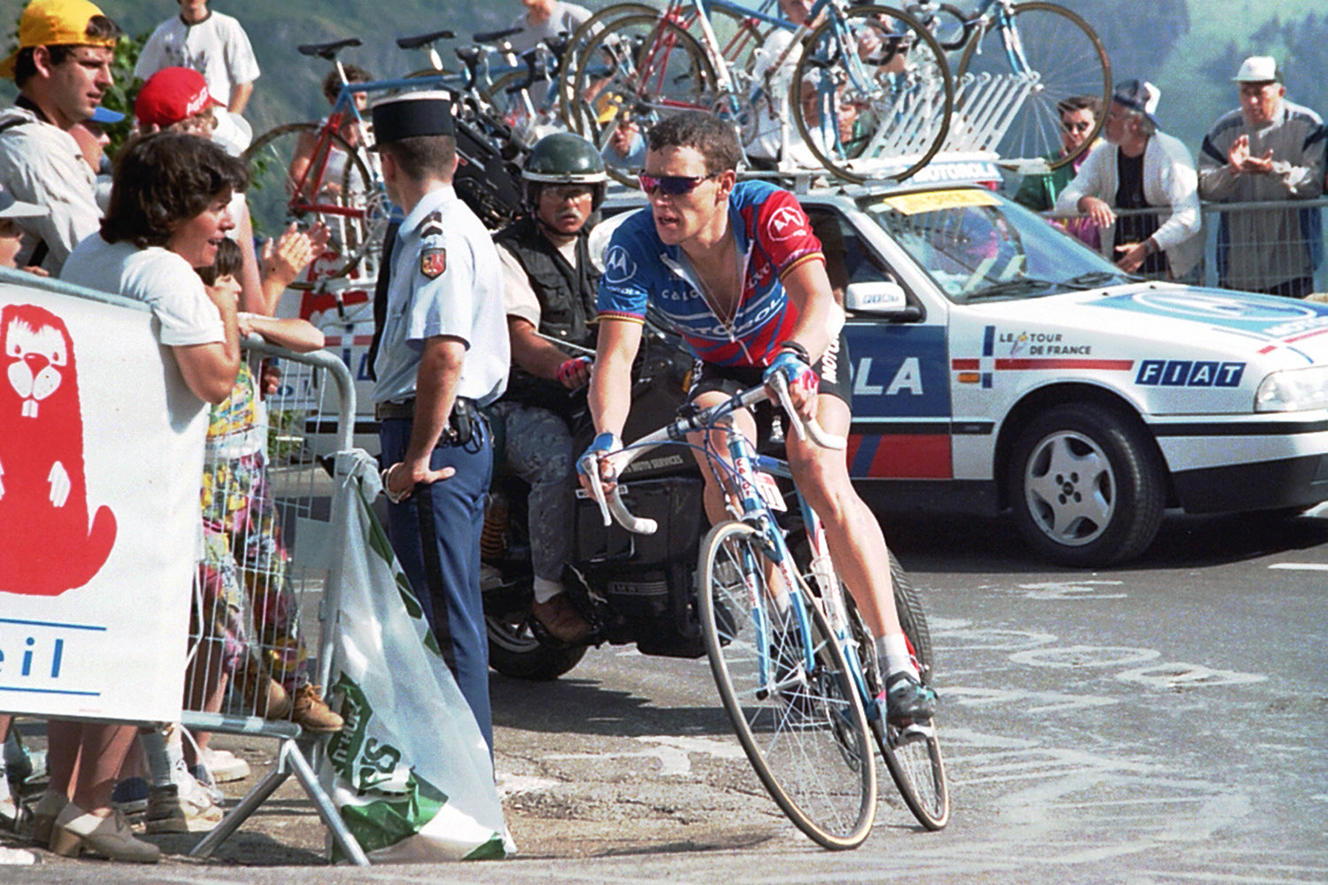 Lance Armstrong (Motorola Cycling Team) riding during the 1995 Tour de France.  Photo: Fotoreporter Sirotti.