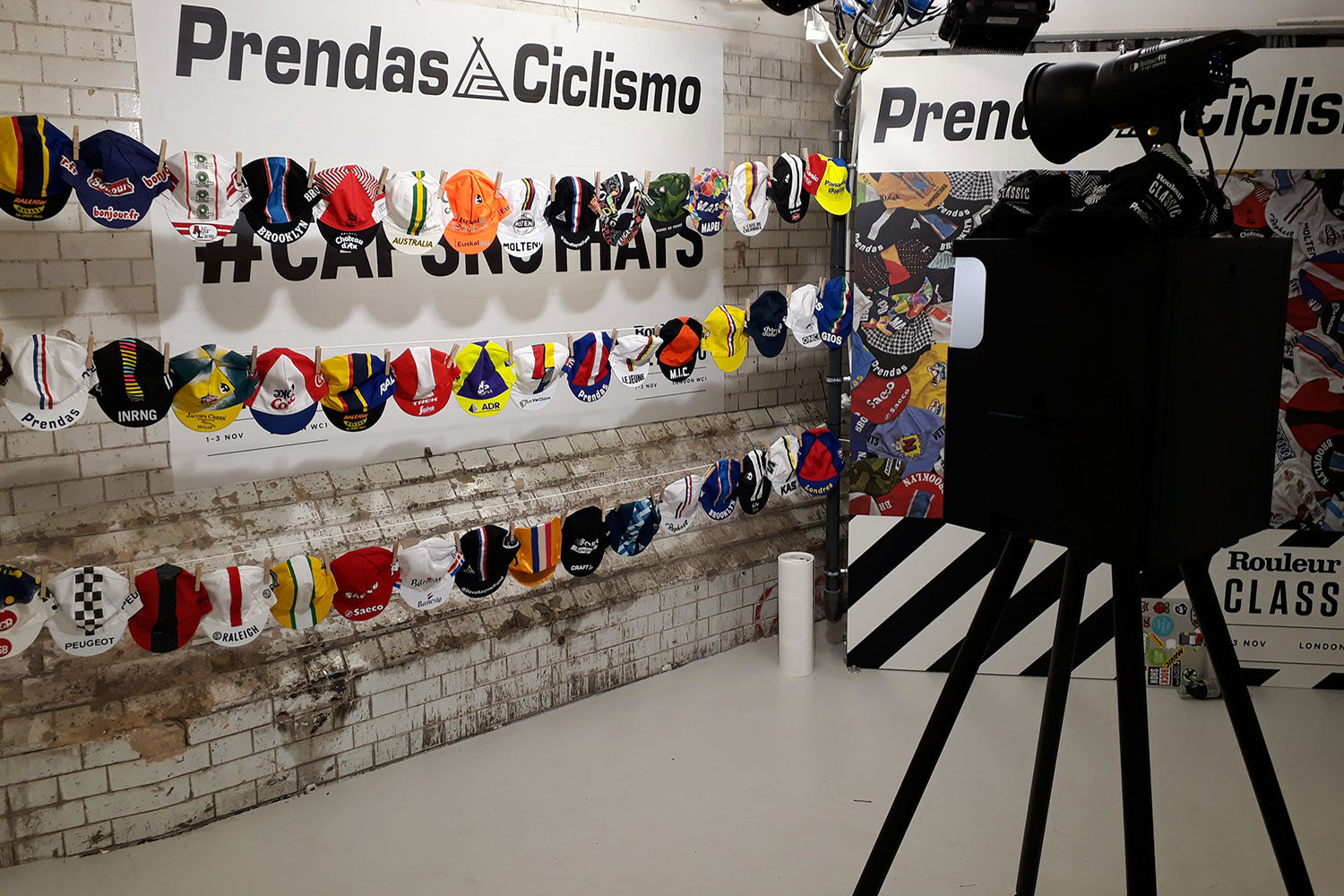The Prendas Ciclismo cotton cycling cap collection was a colourful backdrop for the Go Pose selfie machine!