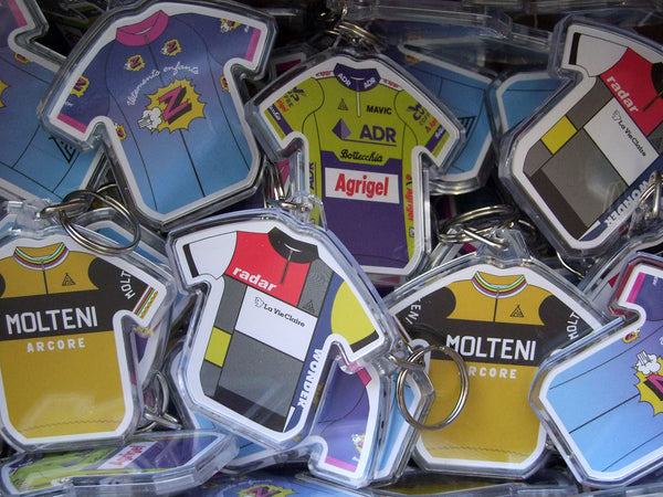 BUY PRENDAS RETRO KEYRINGS
