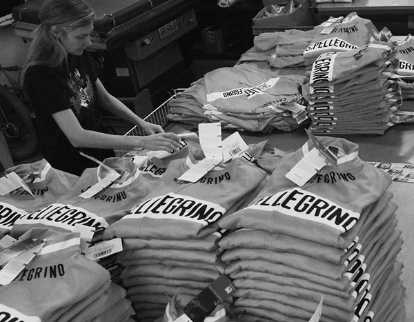Here you can see the San Pellegrino Long Sleeve retro jerseys about to be packed and sent out to Prendas!