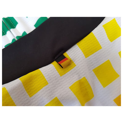 On the back of the collar of the Deutschland Tour Hannover jersey is this small tricolour ribbon of the national colours of Germany: black, red, and gold.