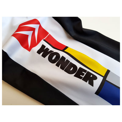 The side panel of the bib shorts features the famous artwork of Piet Mondrian as well as team sponsor Wonder Lights and Citroen cars.