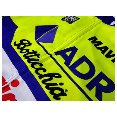 We have used a fully covered front zip to maintain the look of the logos of the ADR retro jersey.