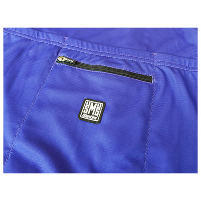 Additional zipped rear pocket with a Santini clothing label on central pocket of the ADR retro jersey.