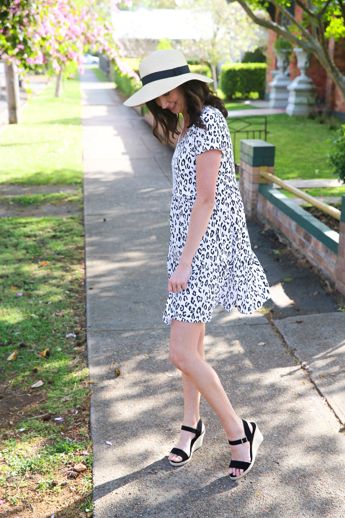 Relaxed silhouette leopard print breastfeeding dress