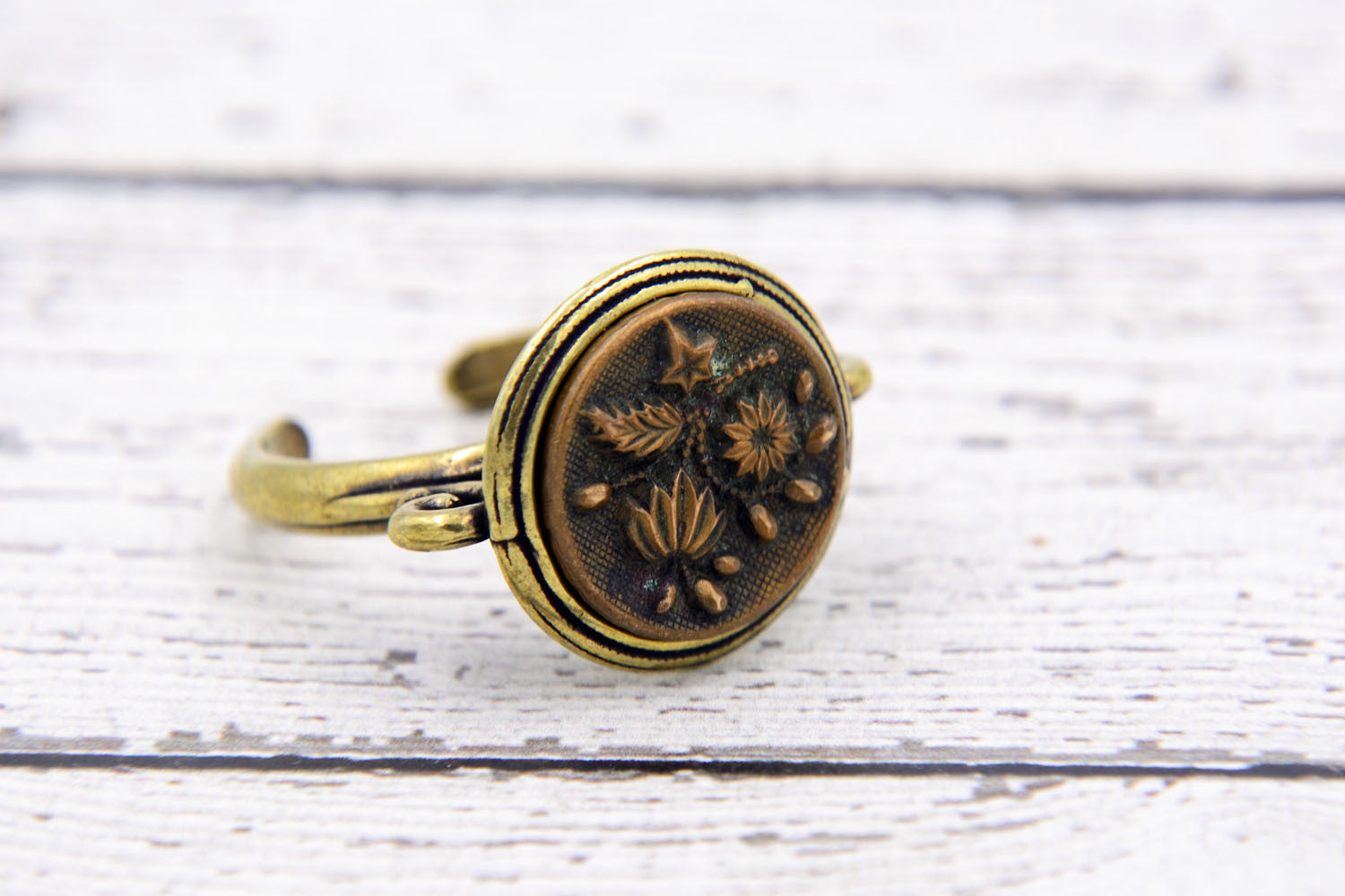 Victorian Button Ring - Gold Floral