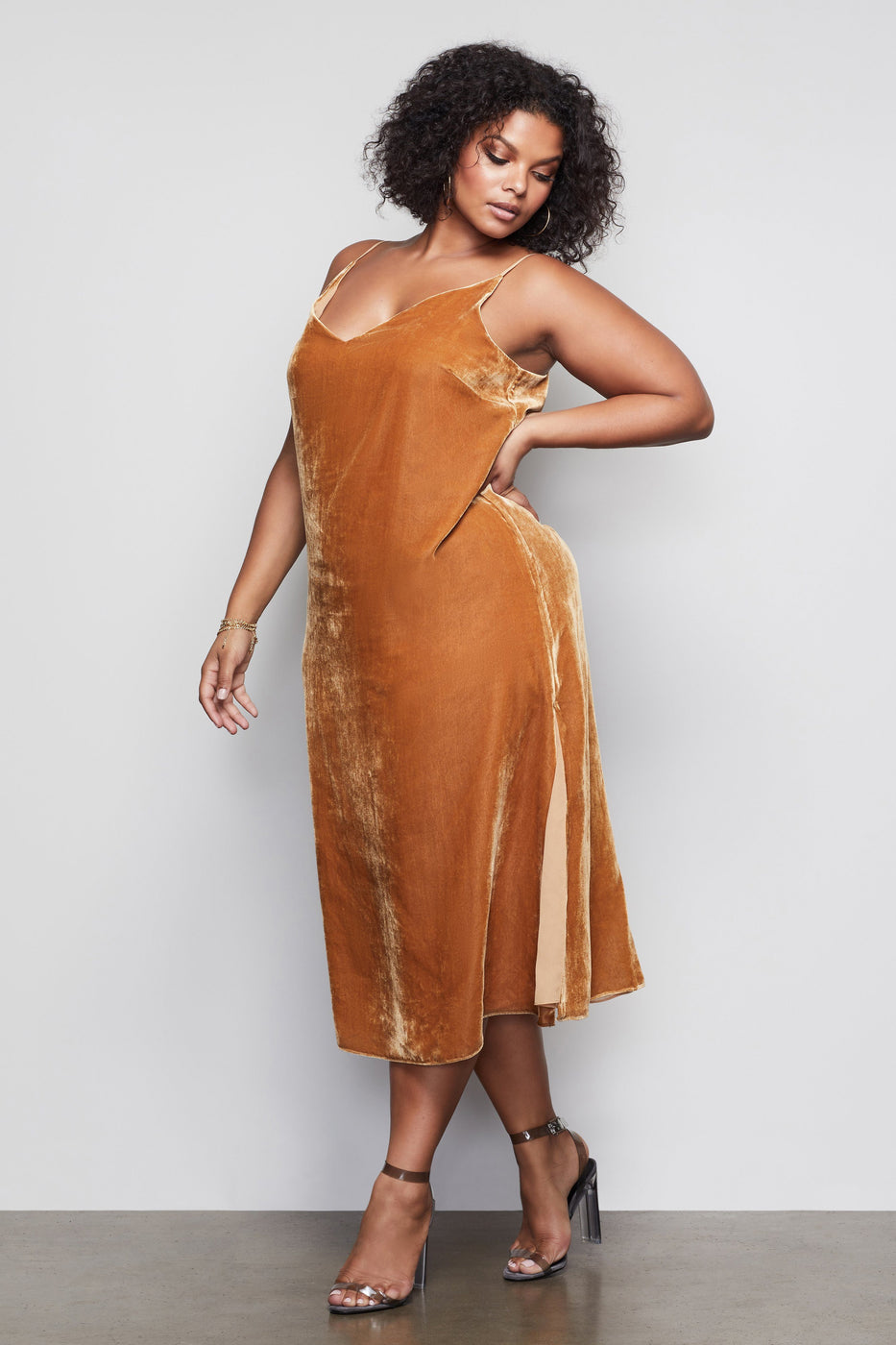 THE SLIP CITY VELVET DRESS | GOLD001